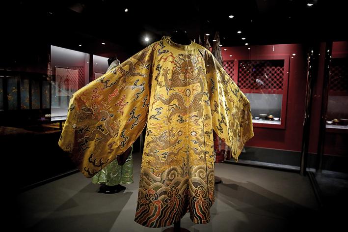 Ο Qianlong στο Μουσείο της Ακρόπολης | tovima.gr