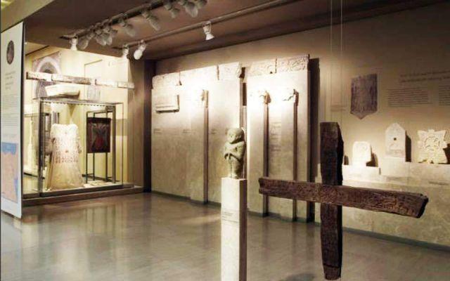 Τέσσερα χρόνια κάθειρξη με αναστολή για τις γυναίκες που βανδάλιζαν εκθέματα σε Μουσεία | tovima.gr