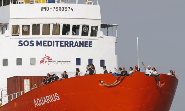 Προς τις γαλλικές ακτές το Αquarius με 58 μετανάστες και πρόσφυγες | tovima.gr