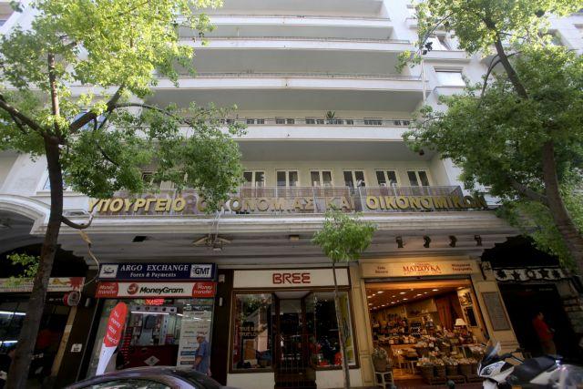 Over 3.5mn Greeks owe back taxes   tovima.gr