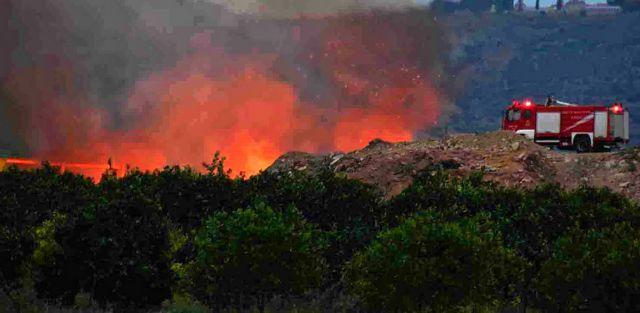 Κεφαλονιά: Ολονύχτια μάχη με τις φλόγες στο χωριό Ζόλα – Εκκενώθηκαν σπίτια | tovima.gr