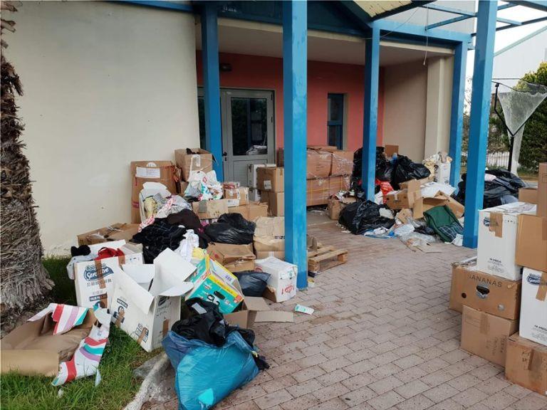 Προκαταρκτική έρευνα για κακοδιαχείριση, από το δήμο Μαραθώνα, υλικού για τους πυρόπληκτους | tovima.gr