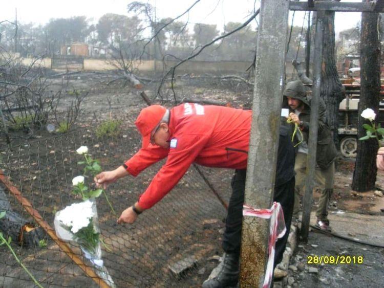 Μάτι – πυρκαγιά: Ενός λεπτού σιγή για τα θύματα της τραγωδίας από τους εθελοντές | tovima.gr