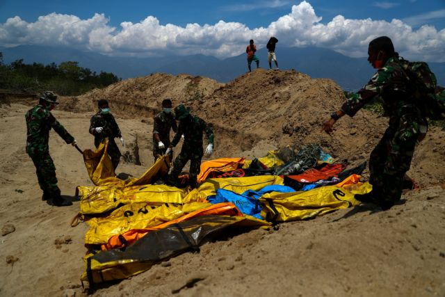 Ανείπωτη τραγωδία στην Ινδονησία: Στους 1.234 οι νεκροί μετά το τσουνάμι   tovima.gr