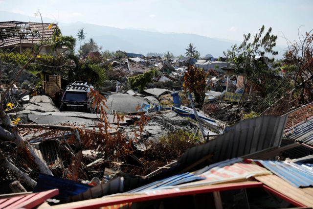 Ινδονησία: Περισσότεροι από 1000 οι αγνοούμενοι μετά τον σεισμό και το τσουνάμι   tovima.gr