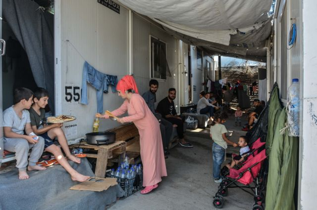 Έρευνα για το «πάρτι» με τη σίτιση των προσφύγων | tovima.gr