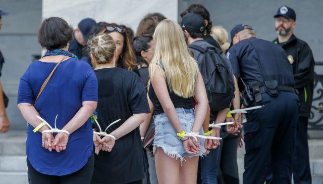 ΗΠΑ: Διαδηλωτές καταγγέλουν τον διορισμό Κάβανο | tovima.gr