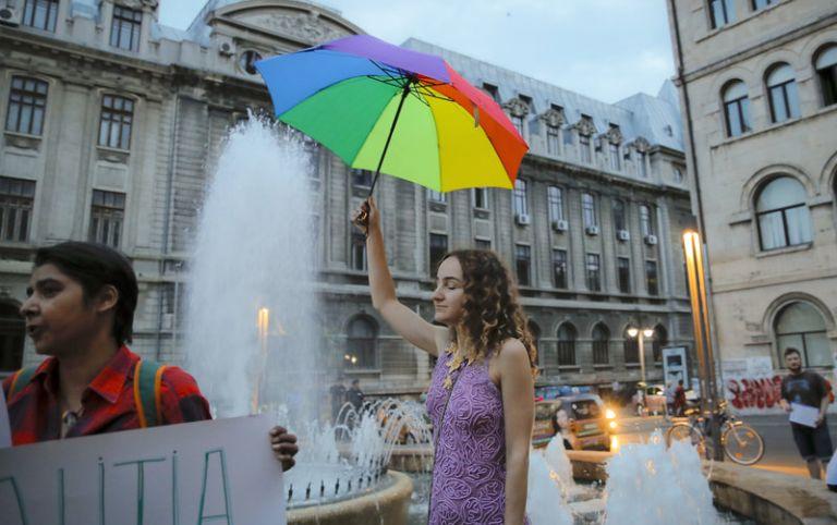 Ρουμανία: Δημοψήφισμα για τους γάμους ομοφυλοφίλων – Διχασμένη η χώρα | tovima.gr