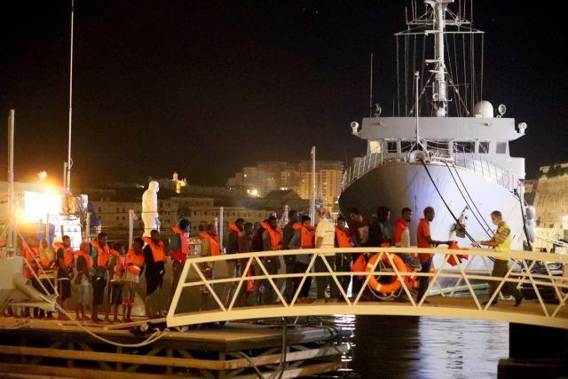 Πάνω από 120 πρόσφυγες έφτασαν στη Μάλτα με φουσκωτό | tovima.gr