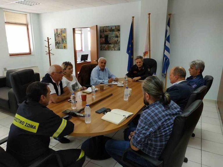 «Συμμαχία» περιφέρειας Πειραιά – Πυροσβεστικής για θέματα Πολιτικής Προστασίας | tovima.gr