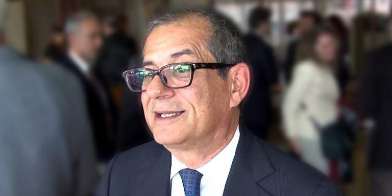 Ιταλός ΥΠΟΙΚ : Οι τόνοι στο διάλογο με τις Βρυξέλλες πρέπει να πέσουν | tovima.gr