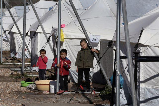 Παραμένουν υπεράριθμοι οι πρόσφυγες στις δομές των Ενόπλων Δυνάμεων | tovima.gr