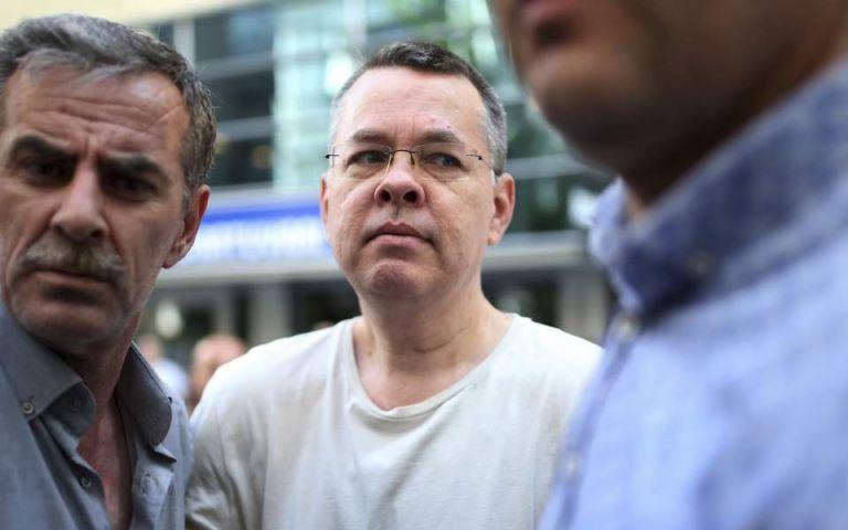 Μπράνσον: Στη Γερμανία προσγειώθηκε το αεροσκάφος που μεταφέρει τον αμερικανό πάστορα | tovima.gr