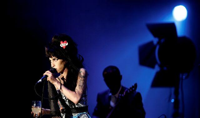 Συναυλίες με το ολόγραμμα της Έιμι Γουαϊνχάουζ   tovima.gr