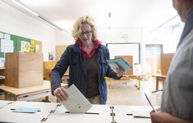 Αυξημένη η συμμετοχή στις βαυαρικές εκλογές | tovima.gr