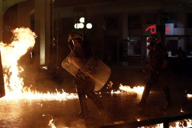 Επίθεση με μολότοφ στο αστυνομικό τμήμα Ομονοίας | tovima.gr