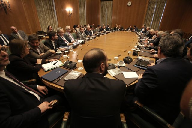 Foreign Minister blasts Defence Minister at cabinet meeting   tovima.gr