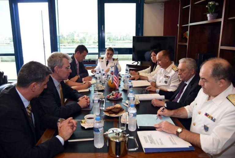 Πάιατ: Ενδιαφέρον εταιρειών των ΗΠΑ για επενδύσεις σε ναυπηγεία και λιμάνια | tovima.gr
