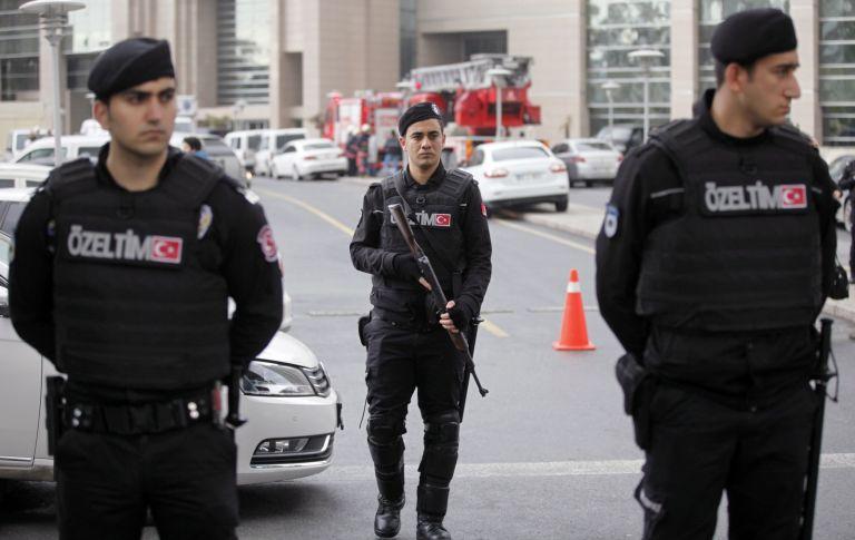 Κωνσταντινούπολη : Οπλισμένος άνοιξε πυρ – Ενας τραυματίας   tovima.gr