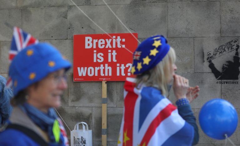 Βρετανοί ζητούν νέο δημοψήφισμα για το Brexit | tovima.gr