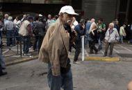 Deutsche Welle: Θέμα επιβίωσης Τσίπρα η μη περικοπή των συντάξεων