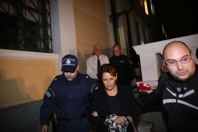 Προφυλακιστέοι κρίθηκαν ο Γιάννος Παπαντωνίου και η σύζυγός του   tovima.gr