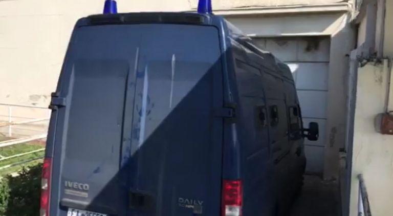 Στις γυναικείες φυλακές Κορυδαλλού το ζεύγος Παπαντωνίου – Μόνος στα κελιά της «17Ν» ο πρώην υπουργός  (video) | tovima.gr
