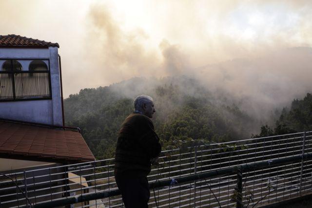 Φωτιά Χαλκιδική : Οι φλόγες έφθασαν στη Σάρτη – Εγκαταλείπουν τα σπίτια τους οι κάτοικοι | tovima.gr