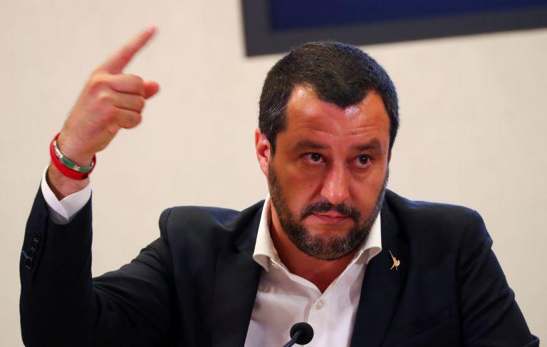 Σαλβίνι για υποβάθμιση της ιταλικής οικονομίας από Standard & Poor's: Δεν πήραν είδηση την διεθνή κρίση;   tovima.gr