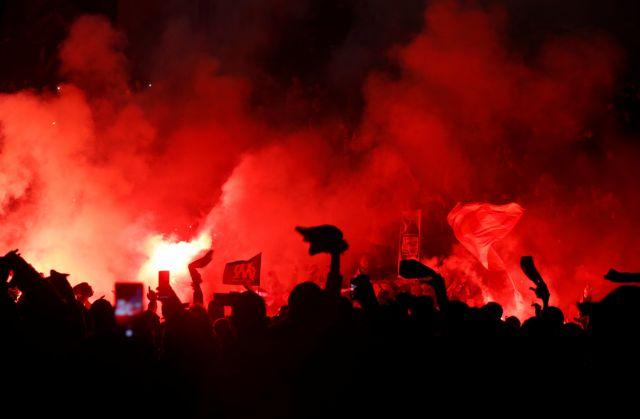 Φωτιές και επεισόδια έξω από το Βελοντρόμ πριν το Μαρσέιγ – Παρί Σεν Ζερμέν (vids)   tovima.gr