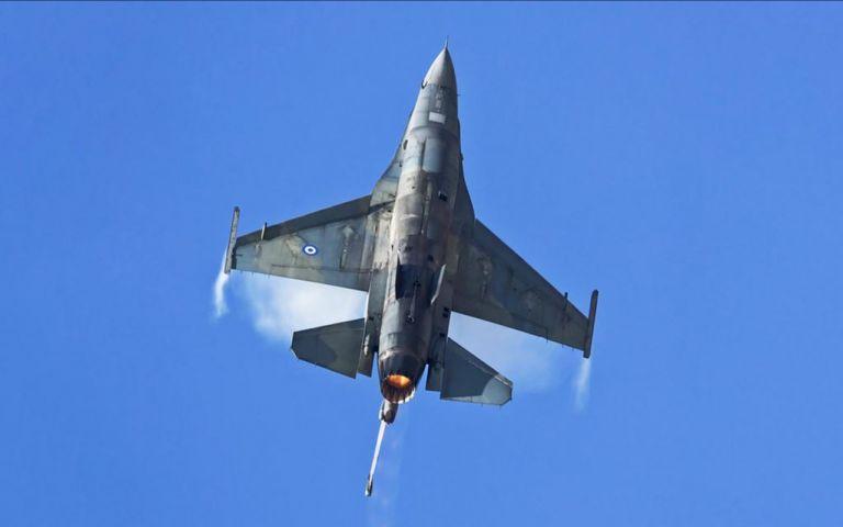 Το μήνυμα του πιλότου του F16 πάνω από τη Θεσσαλονίκη | tovima.gr