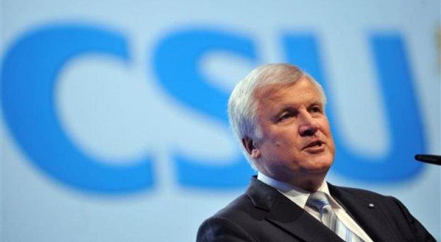 Γερμανία: Στέλεχος της CDU καλεί τον Ζεεχόφερ να παραιτηθεί   tovima.gr