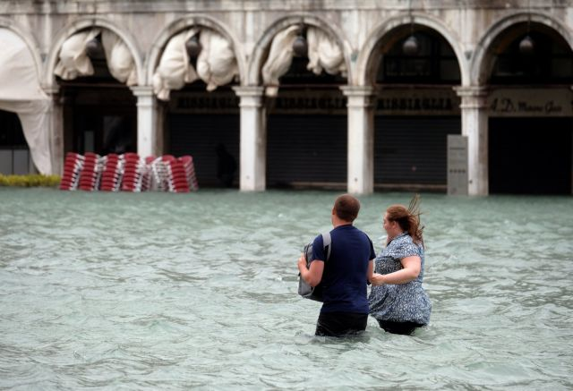 Οκτώ θάνατοι από την κακοκαιρία που πλήττει την Ιταλία   tovima.gr