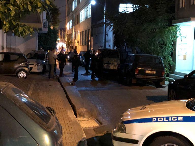 Τι ερευνά η ΕΛ.ΑΣ για την απόπειρα δολοφονίας του 38χρονου στον Πειραιά – Τα σενάρια που εξετάζει | tovima.gr