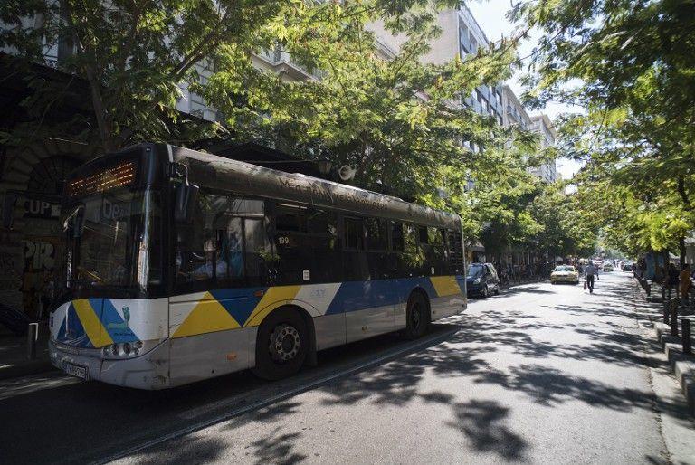 Συνελήφθησαν τρεις 15χρονοι για τις πέτρες σε λεωφορεία στην περιοχή των Αγίων Αναργύρων | tovima.gr