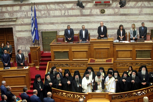 Τα συλλυπητήρια, ο αγιασμός και ο εκ δεξιών του Τσίπρα   tovima.gr