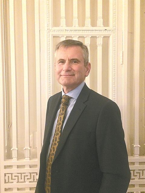 Τομ Ντάουντλ: «Εγκληματικά δίκτυα εκμεταλλεύονται τους μετανάστες» | tovima.gr