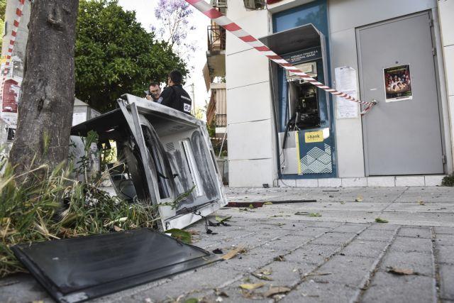 Ανατίναξαν ΑΤΜ τράπεζας στη Σαρωνίδα | tovima.gr