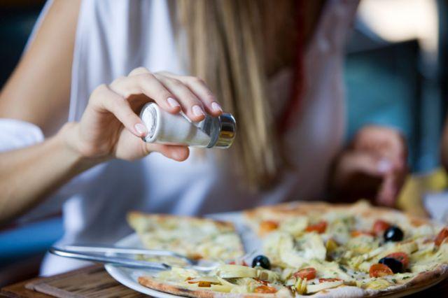 Η Google μπορεί να εντοπίσει τα εστιατόρια που είναι πιθανό να πάθει κανείς τροφική δηλητηρίαση | tovima.gr