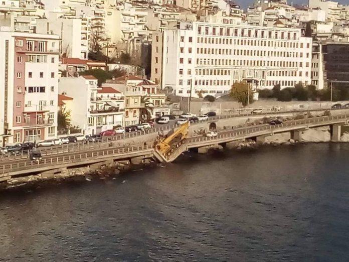 Κατέρρευσε τμήμα γέφυρας στην Καβάλα | tovima.gr