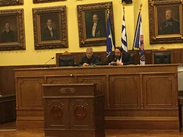 Marinakis, Mayor Moralis unite with common vision for Piraeus | tovima.gr