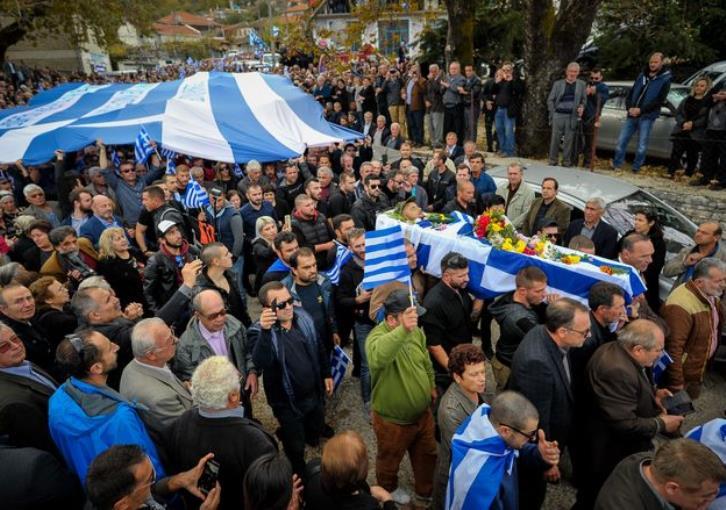 Ελεύθεροι μετά τις 3 τα ξημερώματα οι 12 προσαχθέντες μετά την κηδεία Κατσίφα | tovima.gr