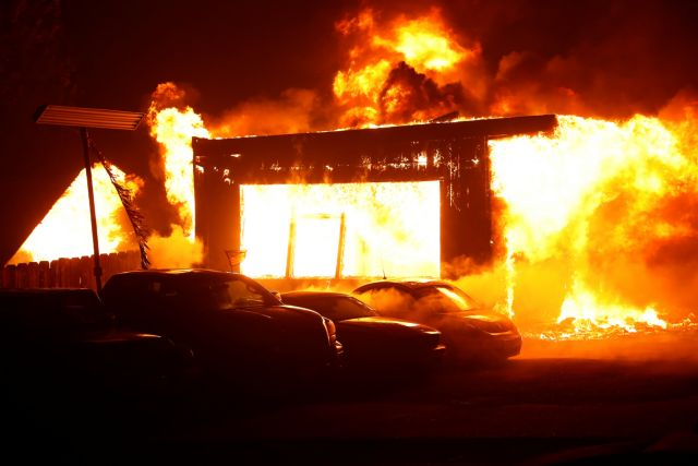 Βόρεια Καλιφόρνια Μεγάλη πυρκαγιά σάρωσε τμήμα της πόλη Πάρανταϊς – φόβοι για νεκρούς | tovima.gr