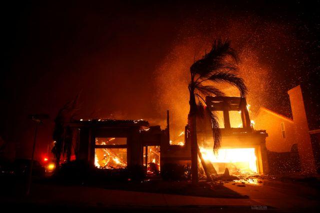 Σε συναγερμό η Καλιφόρνια λόγω των μεγάλων πυρκαγιών | tovima.gr