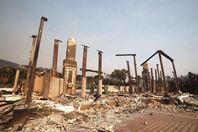 Αμείωτη η μάχη με τις φλόγες στην Καλιφόρνια | tovima.gr