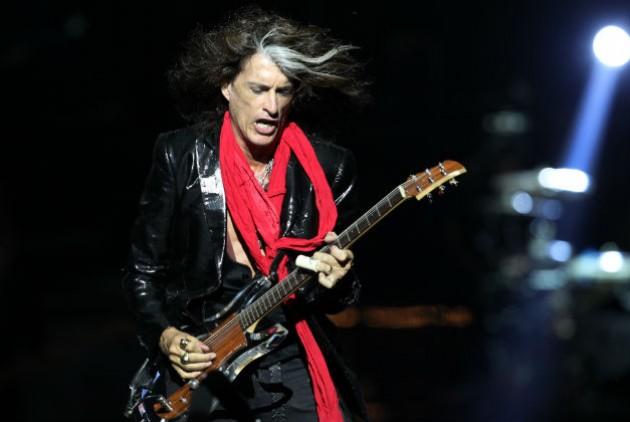 Στο νοσοκομείο ο κιθαρίστας των Aerosmith Τζόι Πέρι | tovima.gr
