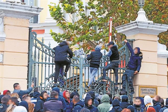 Σχολεία και μαθητές εκτός ορίων | tovima.gr