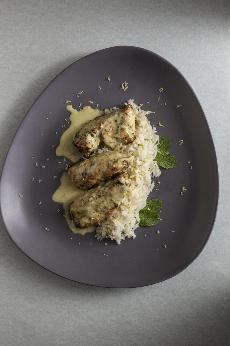 Κοτόπουλο με λάιμ, δυόσμο και μπασμάτι | tovima.gr