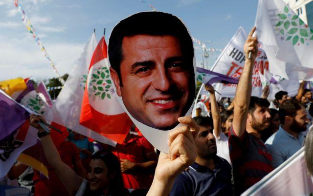 Cavusoglu criticises EU, cites Greece after ECHR decision on Demirtas | tovima.gr