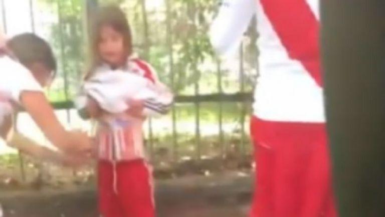 Απέφυγε τη φυλακή μητέρα που εφοδίαζε με φωτοβολίδες την κόρη της   tovima.gr